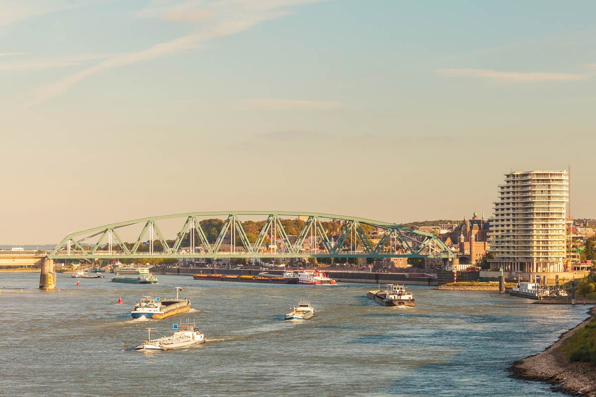 Schepen opvarig in Nijmegen aflosser